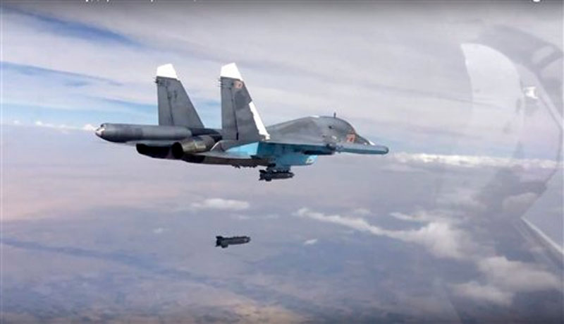 A bomb is released from Russian Su-34 strike fighter in Syria on Friday, Oct. 9, 2015. Photo: AP
