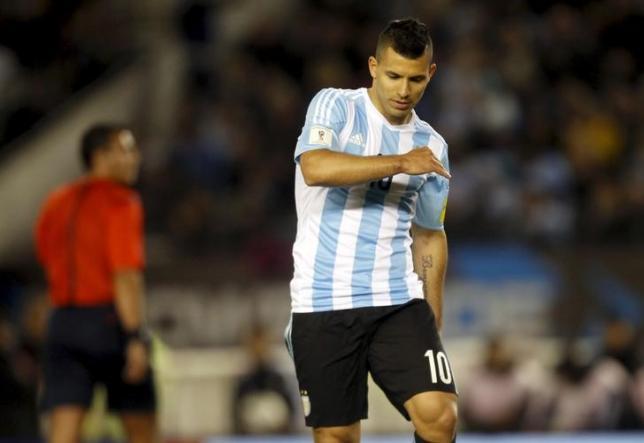 Argentina's Sergio Aguero reacts during their 2018 World Cup qualifying soccer match against Ecuador at the Antonio Vespucio Liberti stadium in Buenos Aires, Argentina, October 8, 2015. REUTERS/Martin Acosta