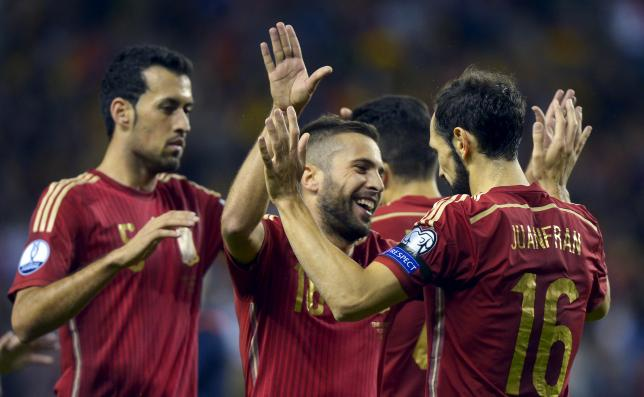 (From L to R) Spain's Sergio Busquets, Jordi Alba and Juanfran Torres celebrate a goal during their Euro 2016 Group C qualification soccer match against Luxembourg in Logrono, Spain October 9, 2015. REUTERS/Vincent West