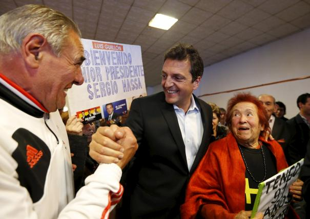 Presidential hopeful Sergio Massa (C) of the Frente Renovador (Renewal Front) is welcomed by people as he arrives for a meeting with pensioners and senior citizens in Monte Grande, outskirts Buenos Aires, Argentina, October, 19, 2015.  REUTERS/Enrique Marcarian