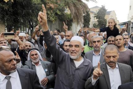 Leader of the northern Islamic Movement Sheikh Raed Salah gestures after leaving the district court in Jerusalem October 27, 2015. REUTERS/Ammar Awad