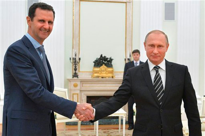 Russian President Vladimir Putin (right) shakes hand with Syria President Bashar Assad in the Kremlin in Moscow, Russia on Tuesday, October 20, 2015. Photo: AP