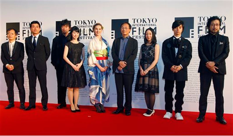 Japanese film director Koji Fukada, fourth right, American actress Bryerly Long, center, and others pose for photographers during the opening ceremony of the 28th Tokyo International Film Festival in Tokyo on on October 22, 2015. Photo: AP