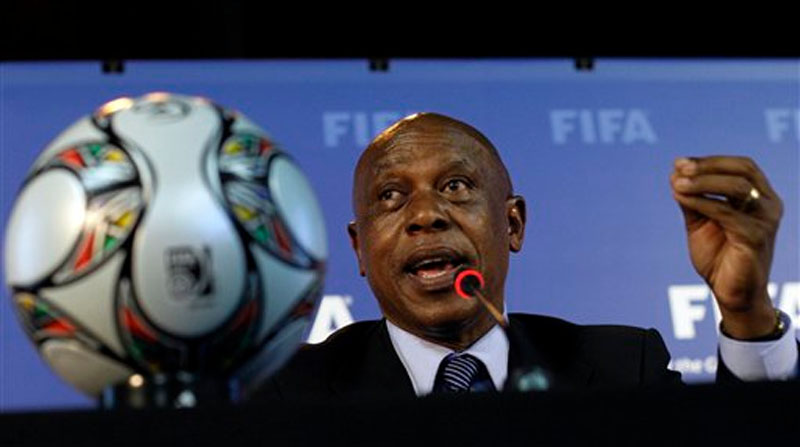 Tokyo Sexwale speaks during a news conference in Robben Island, South Africa on Thursday, December 3, 2009. Photo: AP
