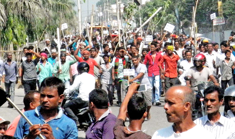 The cadres of United Democratic Madhesi Front (UDMF) demonstrating around the city chanting slogans in Birgunj, on Wednesday. Photo: THT