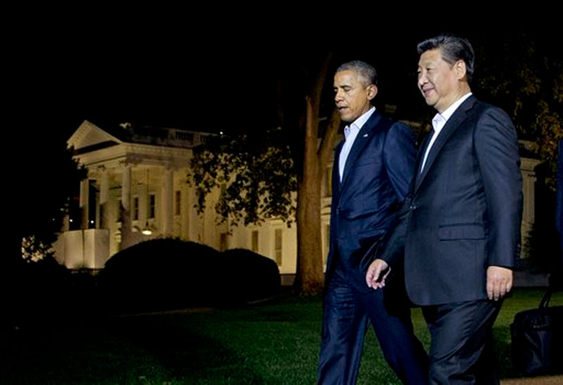 US President Barack Obama and Chinese President Xi Jinping (right) walk on the North Lawn of the White House in Washington, heading for a private dinner at the Blair House, across the street from the White House on September 24, 2015. Photo: AP
