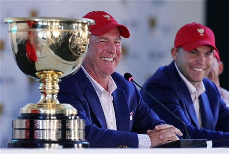 US team captain Jay Haas, left and his son Bill address a press conference after they defeated the International team 15 1/2 to 14 1/2 to retain the Presidents Cup at the Jack Nicklaus Golf Club Korea, in Incheon, South Korea, Sunday, Oct. 11, 2015. Photo: AP