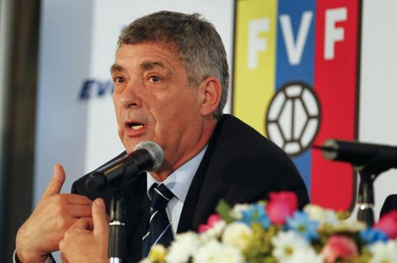 Spanish Football Federation (RFEF) President Angel Maria Villar speaks during a news conference in Caracas May 4, 2011. Reuters