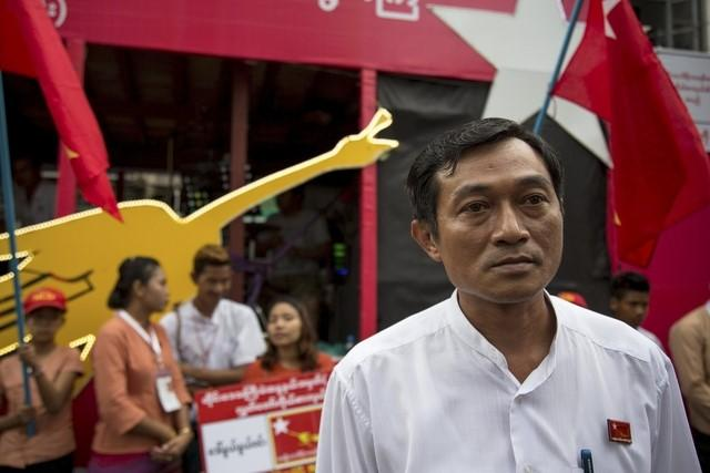 National League for Democracy (NLD) party candidate Win Min walks during an NLD campaign in Yangon October 6, 2015. REUTERS/Htoo Tayzar