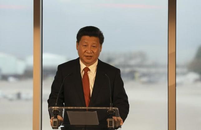 China's President Xi Jinping addresses dignitaries at Manchester airport in Britain October 23, 2015.   REUTERS/Nigel Roddis/pool