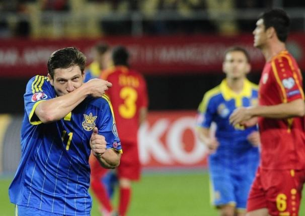Ukraine's Yevhen Seleznyov (L) celebrates after scoring a goal from the penalty against Macedonia during their Euro 2016 Group C qualification match in Skopje, Macedonia, October 9, 2015.  REUTERS/Ognen Teofilovski