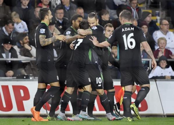 Football - Swansea City v Stoke City - Barclays Premier League - Liberty Stadium - 19/10/15nStoke's Bojan Krkic celebrates with team mates after scoring their first goal from the penalty spotnReuters / Rebecca Naden