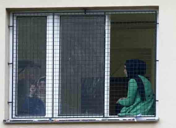 A migrant draws a heart on a window in the Facility For Detention Of Foreigners in Bela-Jezova, Czech Republic, October 13, 2015. Photo: Reuters