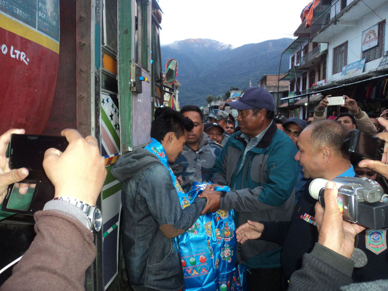 Locals welcoming drivers of tankers on their way to Kyirong of China to bring petrol granted by China to Nepal, on Friday, October 30, 2015. Photo: RSS
