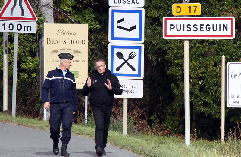 French gendarmes prevent media access to the site of a bus crash in Puisseguin, near Bordeaux, southwestern France, following a road accident in which at least 42 people were killed, Friday, Oct. 23, 2015. Photo: AP