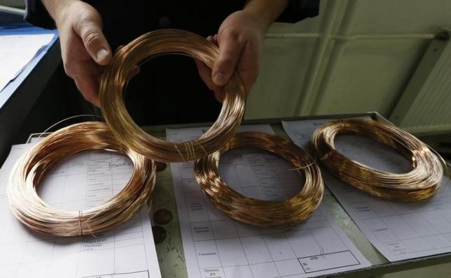 An employee takes golden strand for manufacturing chains at the Krastsvetmet nonferrous metal plant in Krasnoyarsk, Siberia, September 30, 2014.  REUTERS/Ilya Naymushin