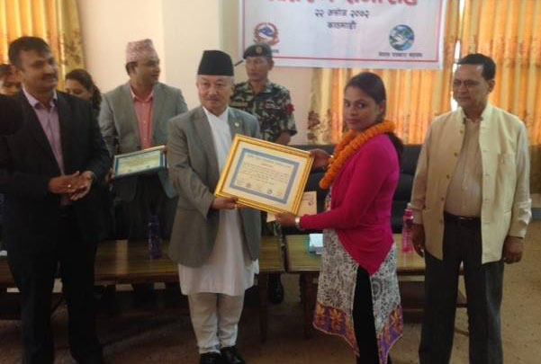 Speaker Subas Chandra Nembang confers the Educational Journalism Award to THT journalist Kokila Khadka KC at a function in the Capital, on Friday, October 9, 2015. Photo: THT Online