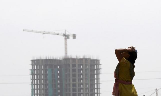 A labourer takes a break from her work at the construction site of a residential complex in Noida on the outskirts of New Delhi, August 20, 2015. REUTERS/Adnan Abidi