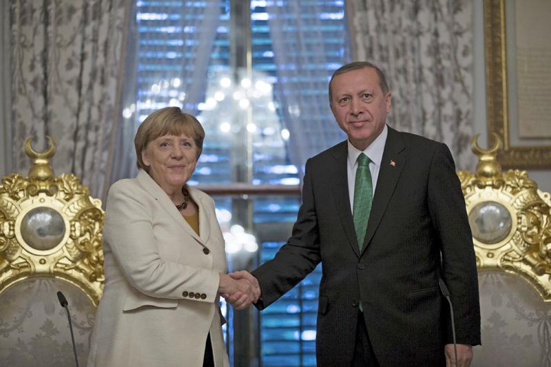 German Chancellor Angela Merkel (left) meets with Turkish President Tayyip Erdogan in Istanbul, Turkey, October 18, 2015. Photo: Retuers