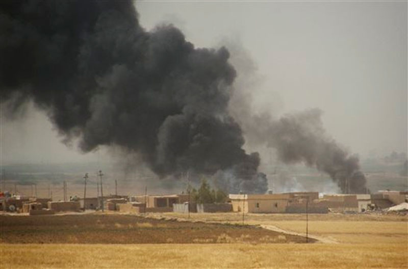 Smoke rises during a military operation launched by Kurdish troops known as peshmerga to regain control of some villages from the Islamic State group, in the oil-rich city of Kirkuk, 180 miles (290 kilometers) north of Baghdad, Iraq on Wednesday, September 30, 2015. Photo: AP