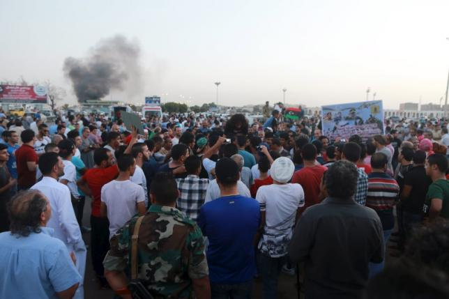 People take part in a protest against candidates for a national unity government proposed by U.N. envoy for Libya Bernardino Leon, in Benghazi, Libya October 9, 2015. REUTERS/Esam Omran Al-Fetori