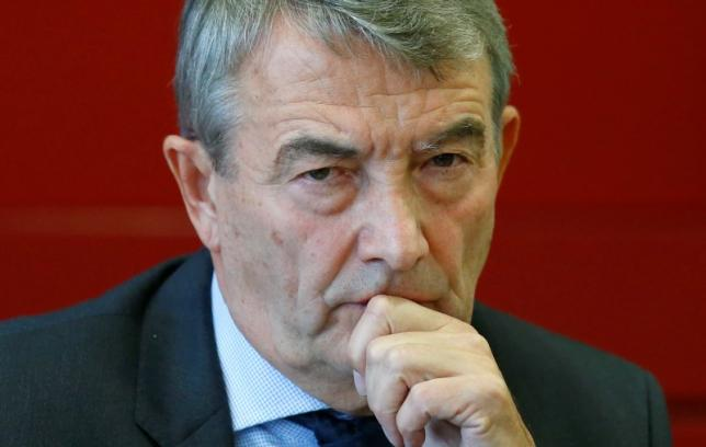 Wolfgang Niersbach, president of the German Football Association (DFB) arrives for a news conference at the DFB headquarters in Frankfurt October 22, 2015.  REUTERS/Ralph Orlowski