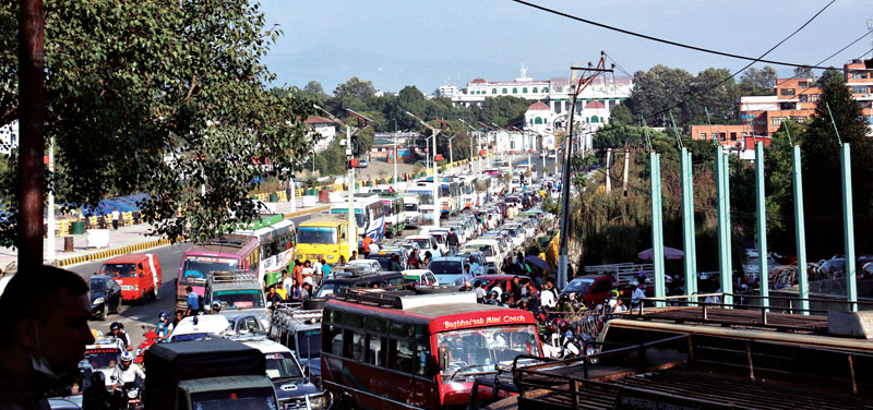 Vehicles queue up in front of Singhadarbar to fill fuel. Nepal is currently reeling under acute shortage of fuel. Photo: RSS