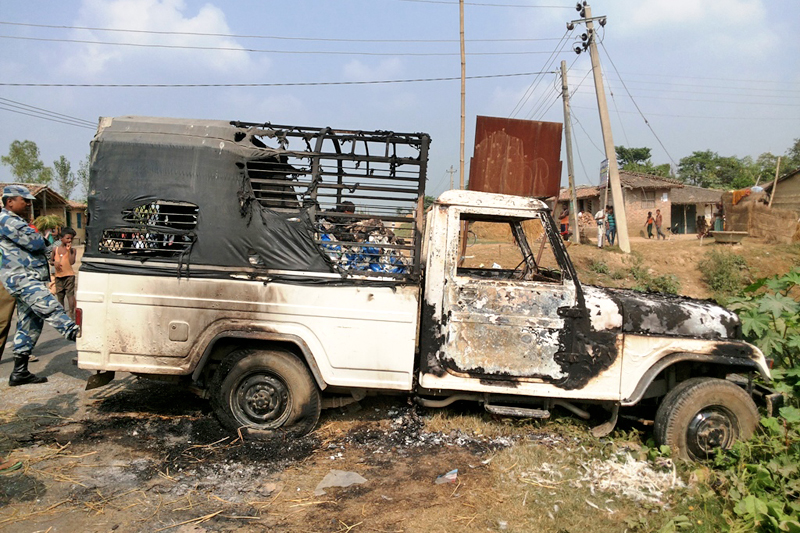 A pick-up van torched by cadres of the agitating United Democratic Madhesi Front (UDMF) in Bhediyahi of Rautahat district on Sunday, October 25, 2015. Photo: Prabhat Jha/ THT