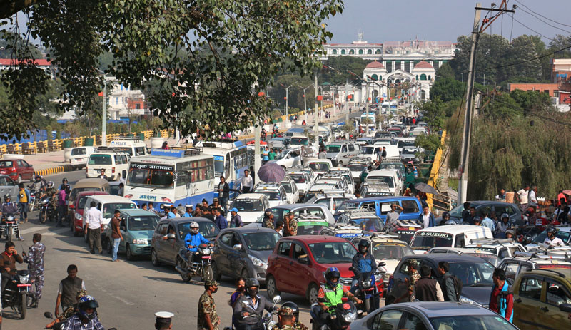 Vehicles queue up in front of Singhadarbar to fill fuel at the Nepal Army's Ripumardini Petrol Pump, at Bhadrakali in Kathmandu on Tuesday, October 13, 2015. Photo: RSS