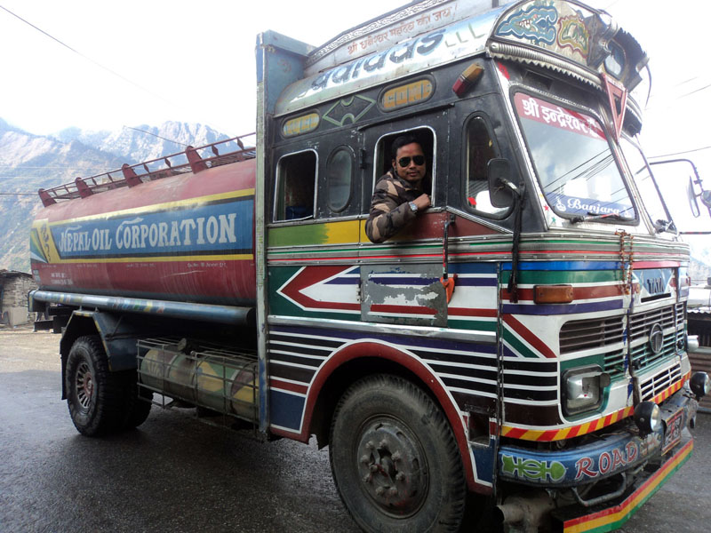 A fuel tanker reaches Dhunche of Rasuwa on its way to Kyirong of China to bring petrol granted by China to Nepal, on Friday, October 30, 2015. Photo: RSS