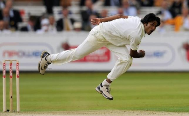 Bangladesh's Shahadat Hossain bowls during the first cricket test match against England at Lord's cricket ground in London May 27, 2010.    REUTERS/Philip Brown