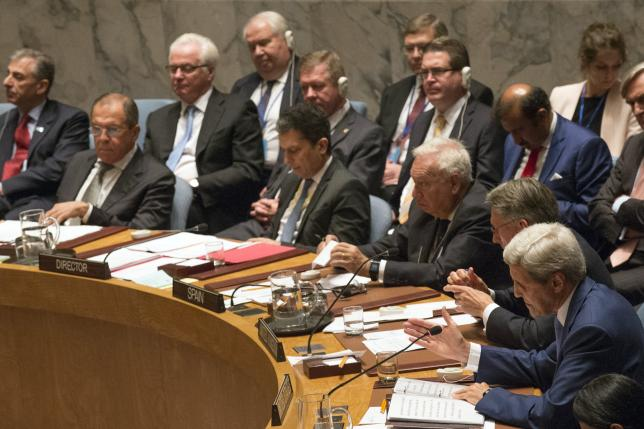 United States Secretary of State John Kerry (R) addresses a U.N. Security Council meeting on counter-terrorism as Russian Foreign Minister Sergey Lavrov (L) chairs the meeting, during the United Nations General Assembly at the United Nations in Manhattan, New York September 30, 2015.  Photo: REUTERS
