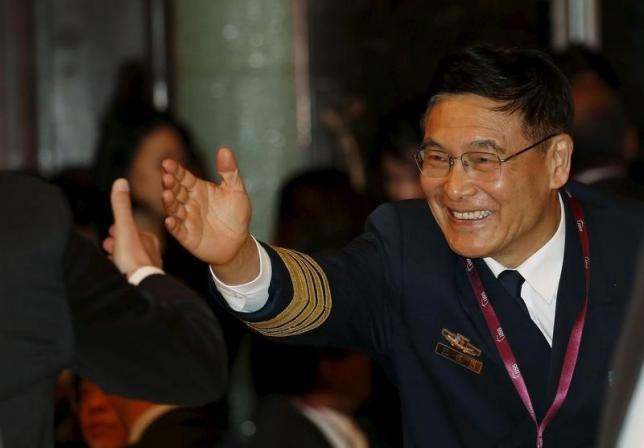Deputy Chief of General Staff of the Chinese People's Liberation, Sun Jianguo, greets delegates as he arrives for the opening of the International Institute for Strategic Studies (IISS) Shangri-La Dialogue in Singapore May 29, 2015. Photo: REUTERS