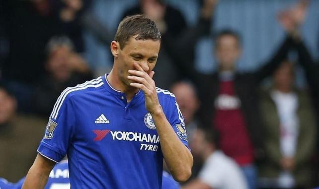 Football - West Ham United v Chelsea - Barclays Premier League - Upton Park - 24/10/15nChelsea's Nemanja Matic walks off the pitch dejected after being sent offnReuters / Eddie KeoghnLivepic