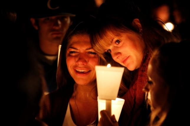 People take part in candle light vigil following a mass shooting at Umpqua Community College in Roseburg, Oregon October 1, 2015. Photo: REUTERS
