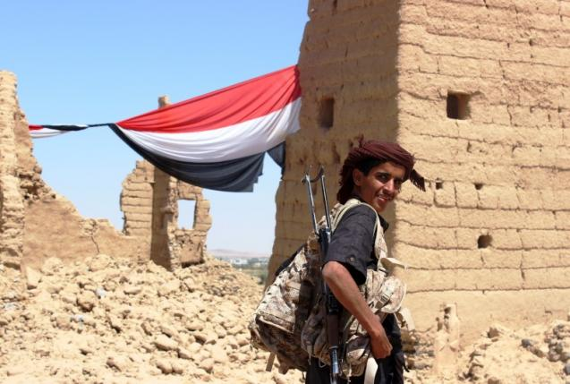 A young Yemeni fighter shouldering a weapon smiles at the camera near Marib, Yemen October 16, 2015. Photo: REUTERS