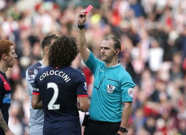 Football - Sunderland v Newcastle United - Barclays Premier League - Stadium of Light - 25/10/15nNewcastle's Fabricio Coloccini is sent off by referee Robert MadleynReuters / Andrew Yates