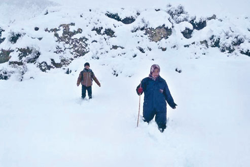 Locals negotiating through three-and-a-half-foot snow as they walk towards Jomsom from Thimigaunu201a in Mustangu201a in January 2015. Photo: THT/File