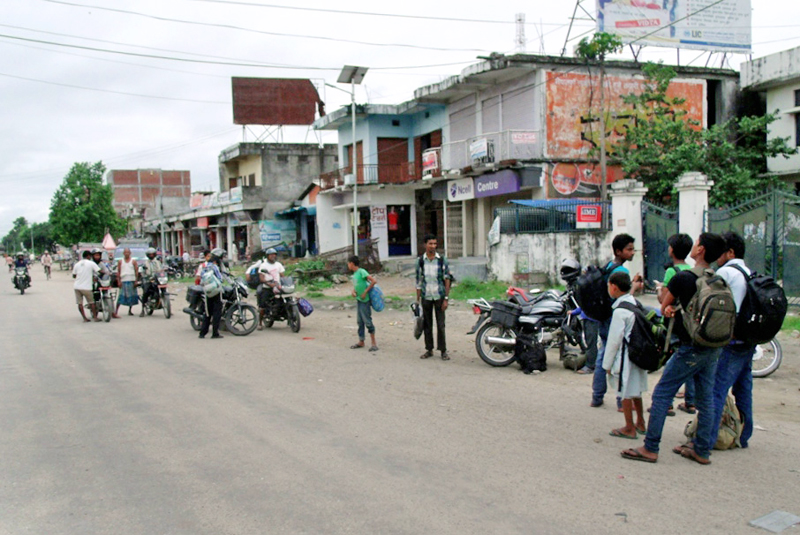 Local bikers bargaining to take stranded passengers at Chandranigahapur, in Rautahat, on Tuesday. Photo: THT