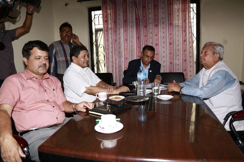 (From left) CPN-UML leader Agni Prasad Kharel, UCPN-Maoist leader Narayan Kaji Shrestha and Nepali Congress leader Madhesh Acharya hold talks with Tarai Madhes Democratic Party Chairman Mahantha Thakur, at the latter's office in Bijuli Bazaar of Kathmandu, on Thursday, October 1, 2015. Photo: RSS