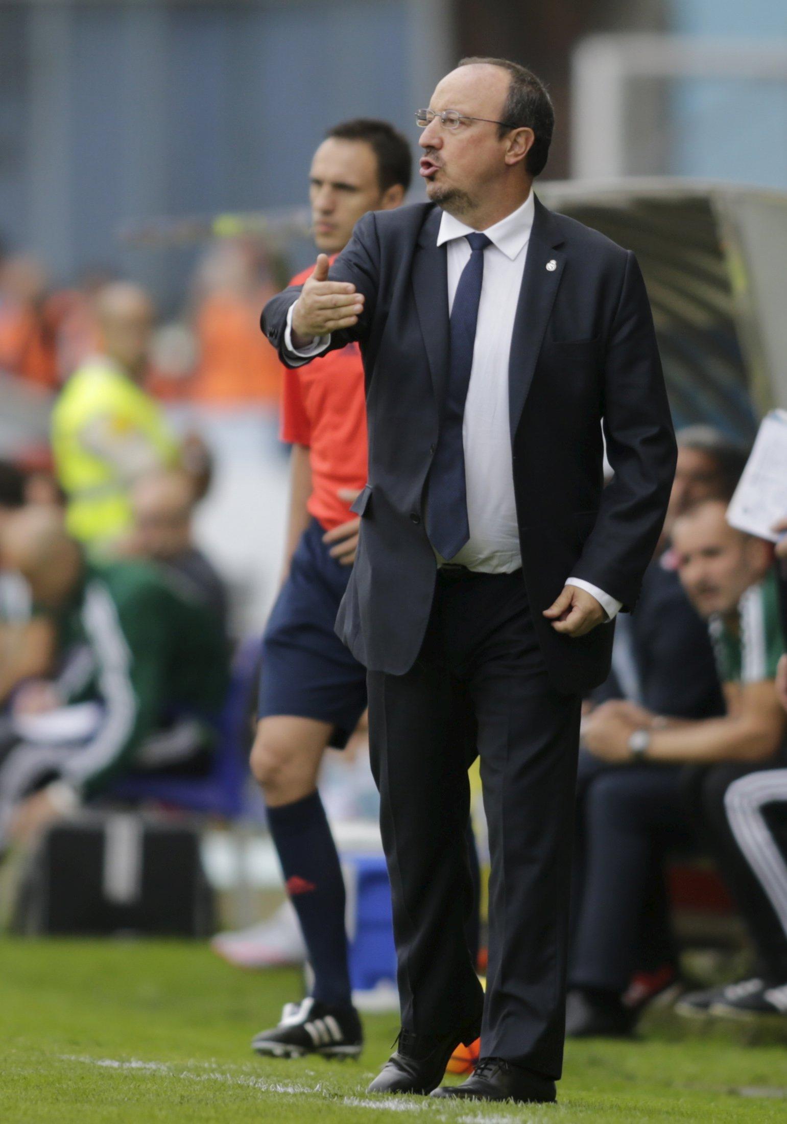 Real Madrid's coach Rafa Benitez reacts during their Spanish first division soccer match against Celta Vigo at Balaidos stadium in Vigo, Spain October 24, 2015. REUTERS/Miguel Vidal