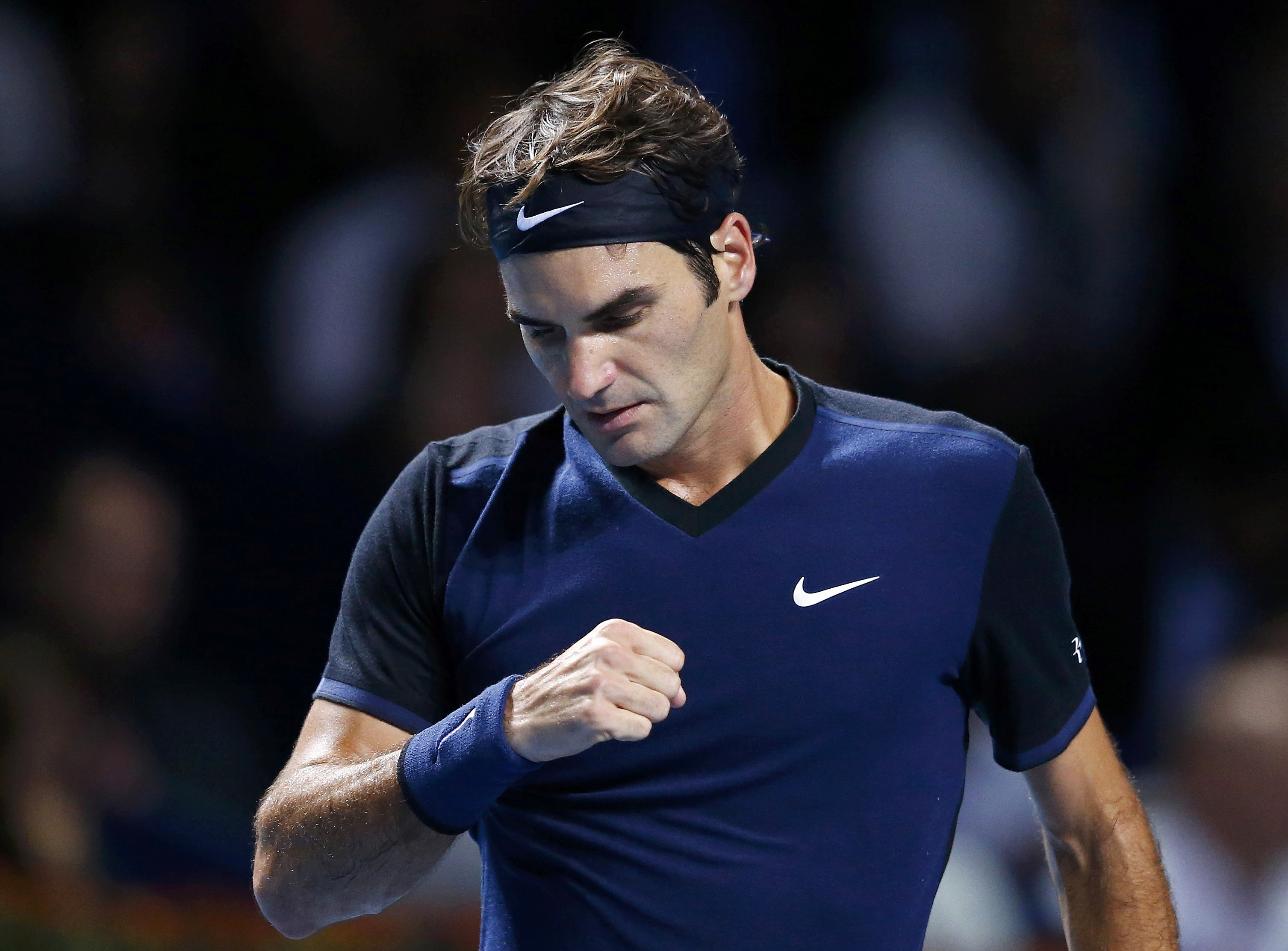 Switzerland's Roger Federer reacts during his match against Rafael Nadal of Spain at the Swiss Indoors ATP men's tennis tournament in Basel, Switzerland November 1, 2015. Photo: Reuters