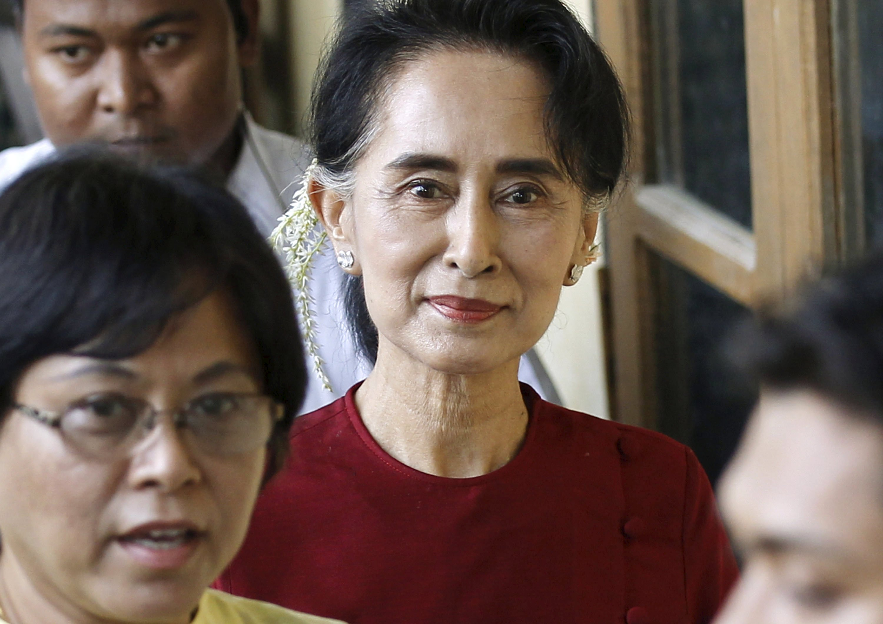Myanmar pro-democracy leader Aung San Suu Kyi smiles at supporters as she visits poling stations at her constituency Kawhmu township November 8, 2015. Photo: Reuters