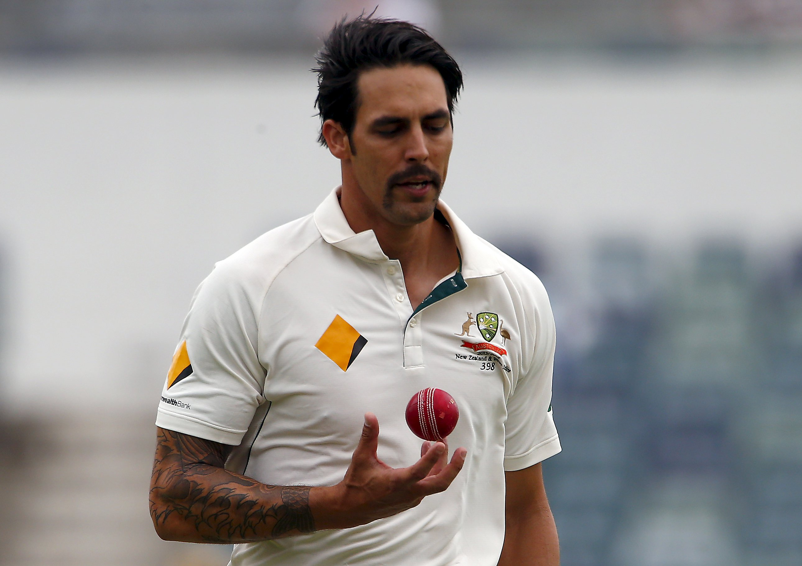 Australia's Mitchell Johnson prepares to bowl during the fifth day of the second cricket test match against New Zealand at the WACA ground in Perth on November 17, 2015. Photo: Reuters