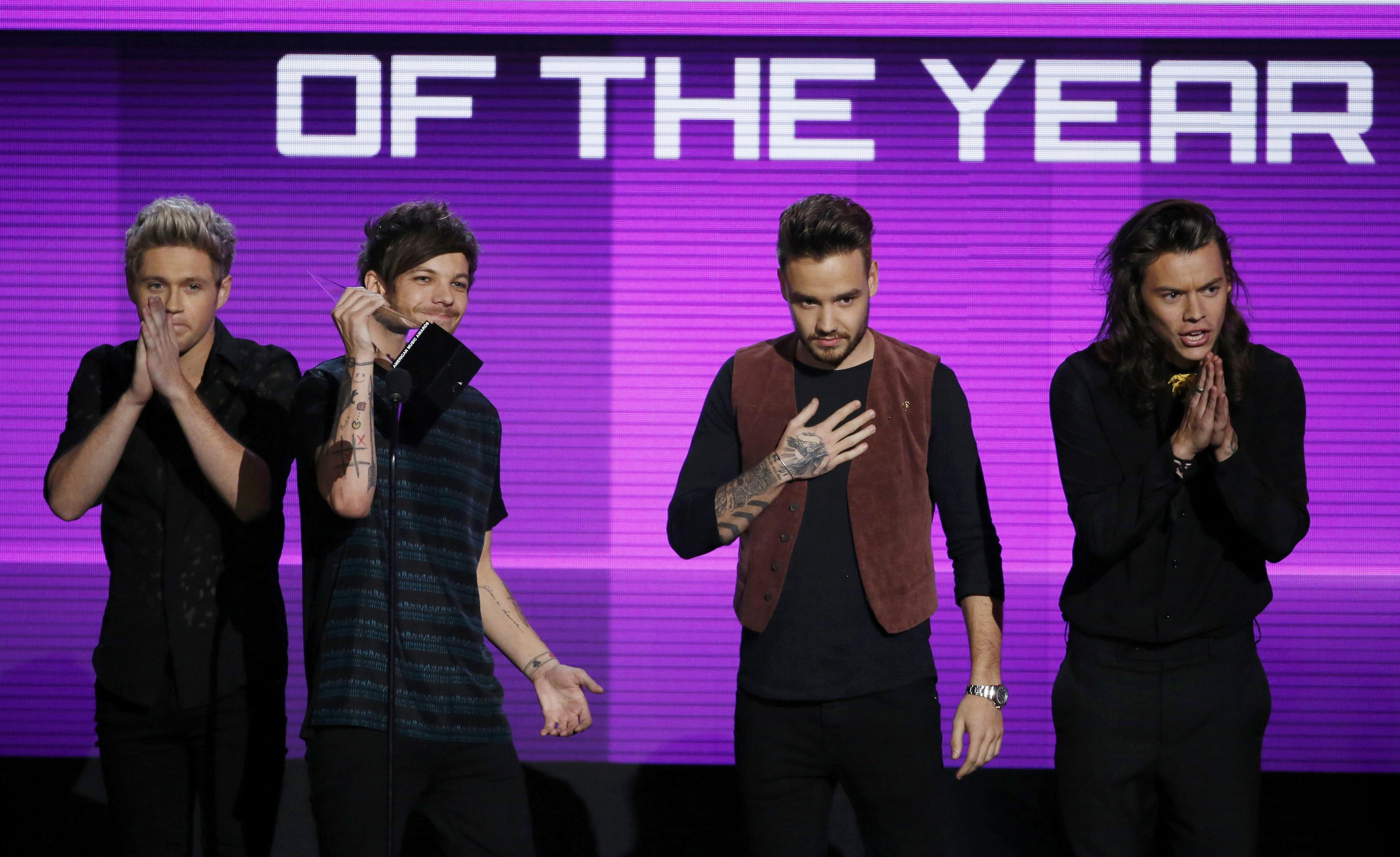 One Direction accept the award for artist of the year during the 2015 American Music Awards in Los Angeles, California November 22, 2015. Photo: Reuters