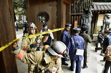 Firefighters and police officers inspect around the south gate of Yasukuni shrine in Tokyo, Monday, Nov. 23, 2015, after an explosion was reported at the shrine in Tokyo. Photo: AP