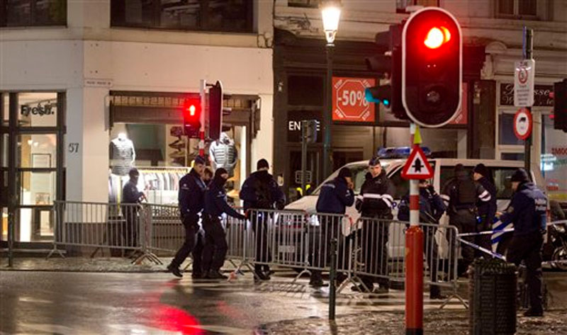 Police set up a barricade during an operation in the centre of Brussels on Sunday, November 22, 2015. Western leaders stepped up the rhetoric against the Islamic State group on Sunday as residents of the Belgian capital awoke to largely empty streets and the city entered its second day under the highest threat level. Photo: AP