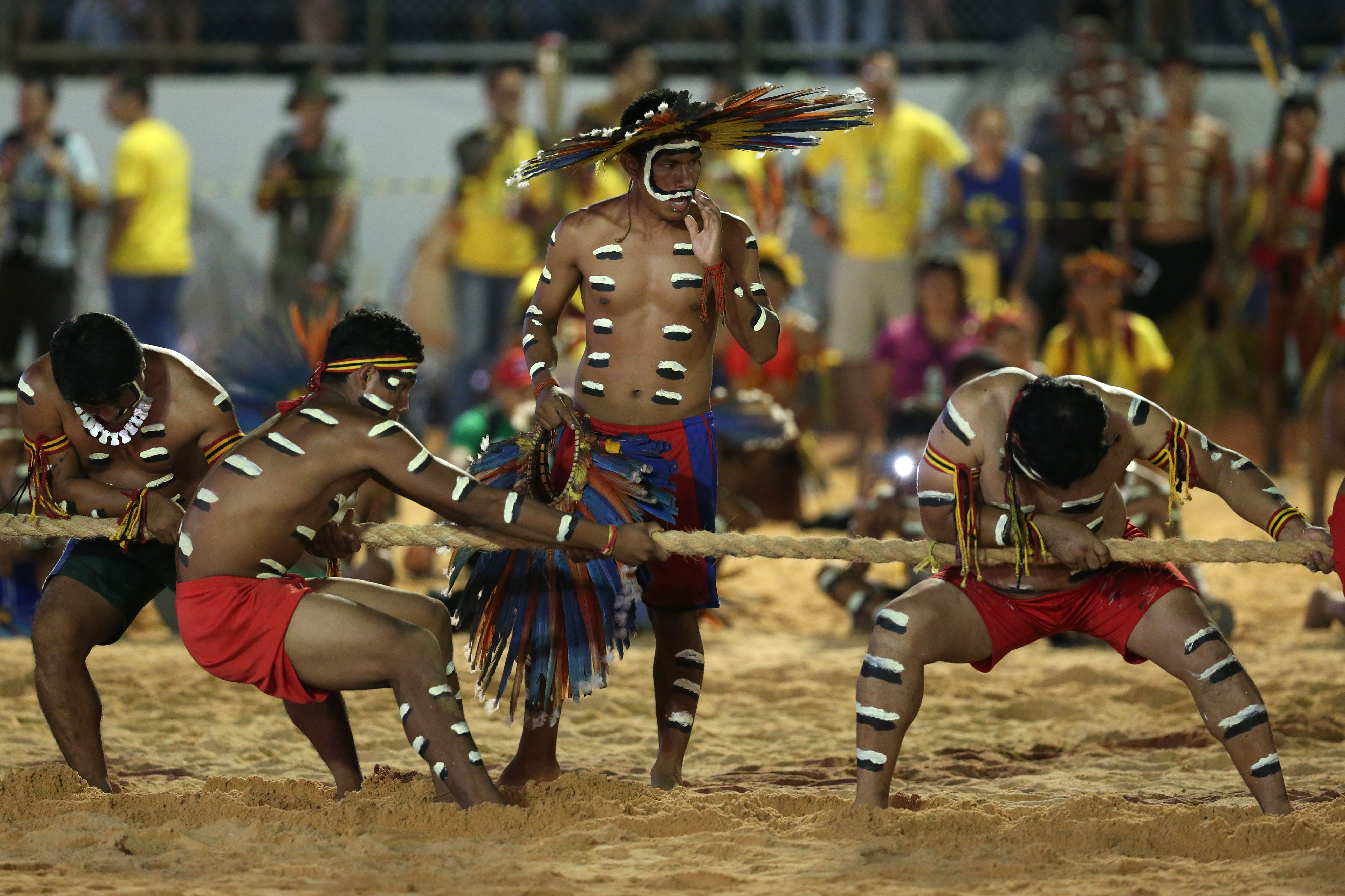 Brazil's Bororo Indigenous take part in the proof of the force cable during the final games of the World Indigenous Games, in Palmas, Brazil, Saturday, October 31, 2015. Photo: AP