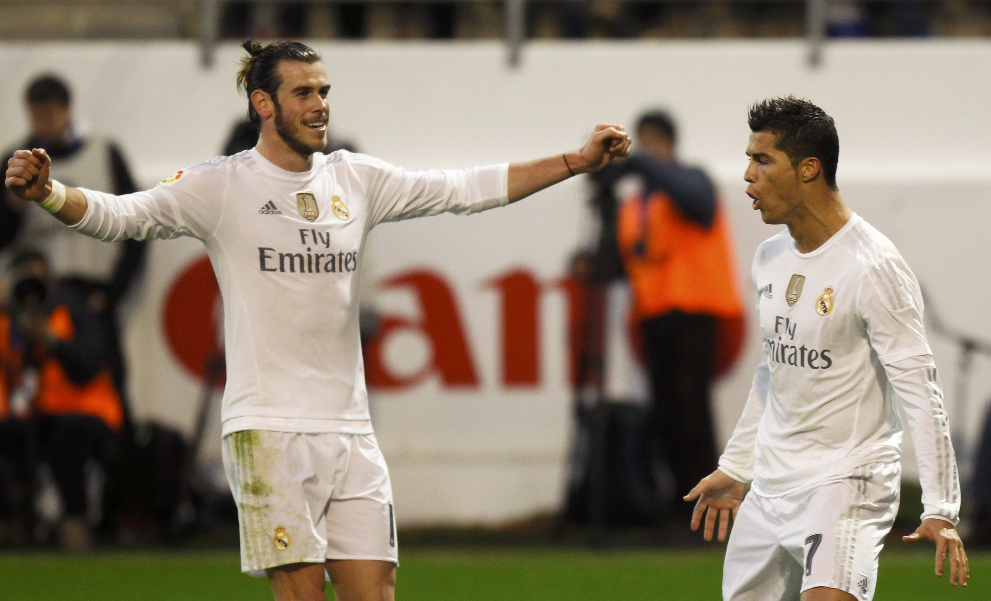 Real Madrid's Cristiano Ronaldo celebrates scoring the second goal with team mate Gareth Bale  during their match with Eibar in Spanish Liga BBVA at Santiago Bernabeu, on November 21, 2015. Photo: Reuters