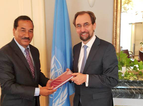 Nepal's Deputy Prime Minister and Minister for Foreign Affairs Kamal Thapa gifting a copy of Nepal's new Constitution to the UN High Commissioner for Human Rights, Zeid Raad Al Hussein, in Geneva on November 5, 2015. Photo: @KTNepal